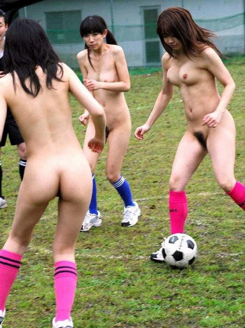 おっぱい丸出しでスポーツしている女子を観戦25