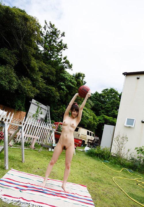 おっぱい丸出しでスポーツしている女子を観戦26