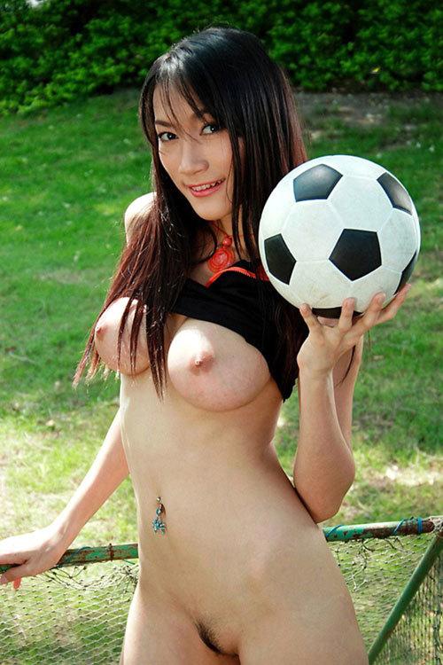 おっぱい丸出しでスポーツしている女子を観戦28