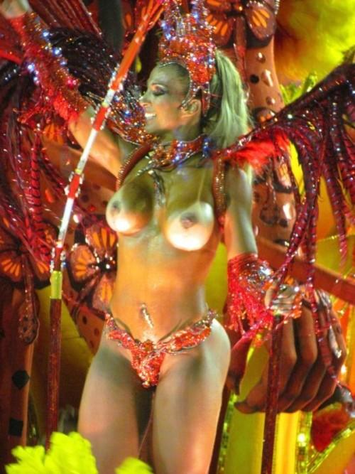本場リオのカーニバルがおっぱい丸出しの人までいてワロタwwwwwwwwwww(画像あり)