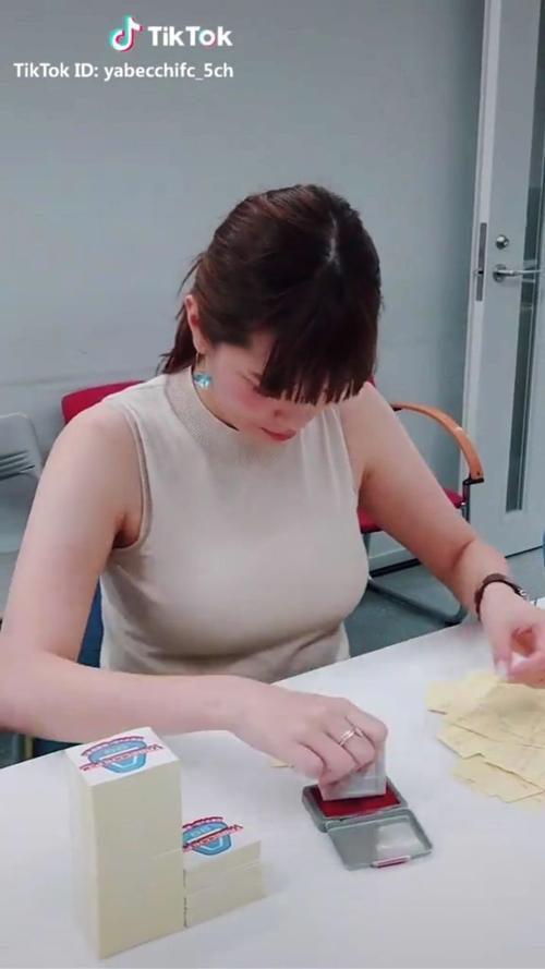 女子アナのおっぱい膨らみ★エロ画像50枚