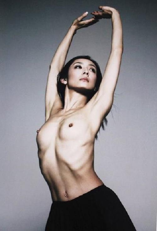 草刈民代の乳首ヌード&陰毛モロ出しが結構エロい!バレエで身体鍛えられたおかげか・・・