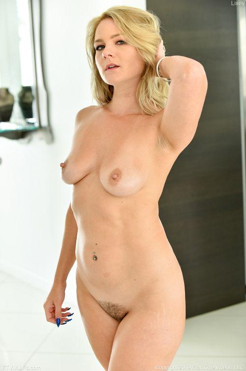 垂れた乳、デカい尻、硬そうな勃起乳首、ムチムチボディ、ヤラシイ目付きwまさに完璧!理想のドスケベ金髪美熟女!ww # 外人エロ画像と動画