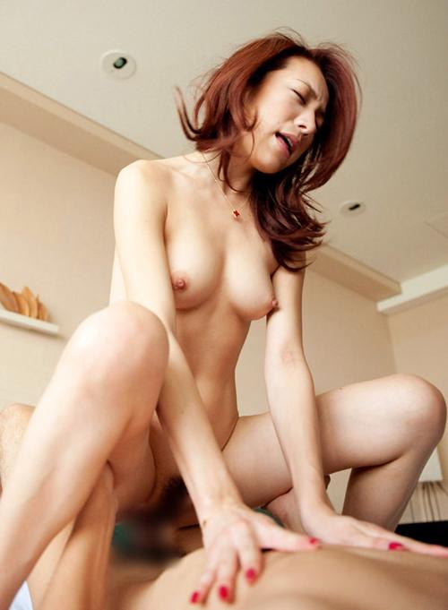 イキ顔もとっても素敵な美人妻の騎乗位画像33枚
