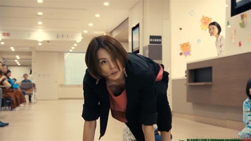 米倉涼子、豊満な乳房モロ見えで視聴率20パーセント突破wwwこれが大物女優、人気の秘訣www(※画像あり)
