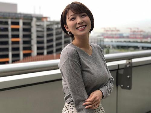 【画像】めざましテレビのお天気キャスター・阿部華也子さん。番組公式インスタグラムで見せたおっぱいがデカ∃