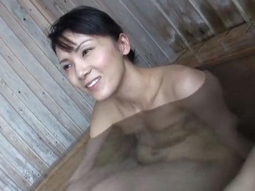 【緒川茜】夫以外の肉棒を知らない美人妻!他人棒と朝風呂混浴不倫フェラチオ奉仕