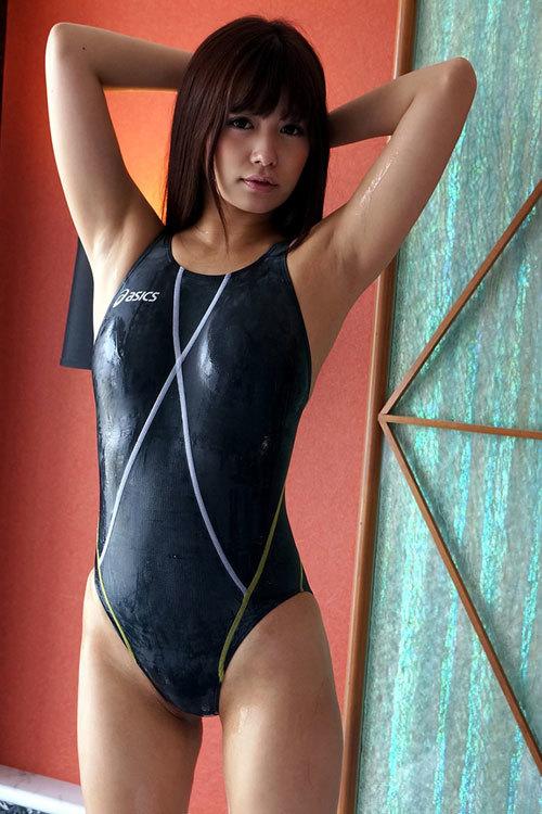 競泳水着がピチピチ過ぎておっぱいの形丸判り13