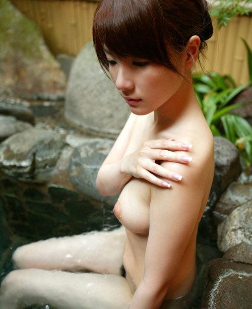 露天風呂でおねえさんのおっぱいと一緒に入浴11