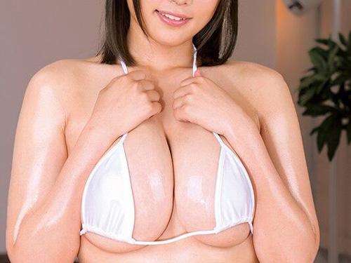 メガネ地味子キャラで売ってた爆乳・佐知子の白ビキニセクロスwww
