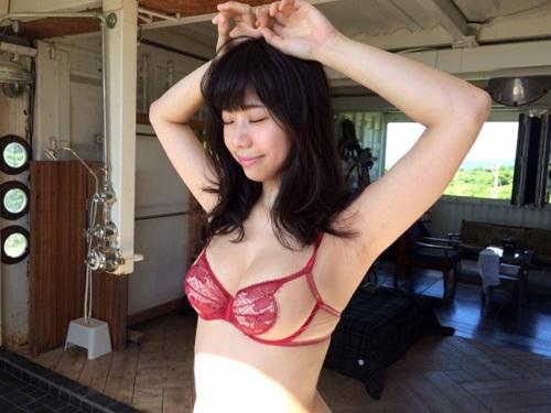 【鈴木ふみ奈】日本大学芸術学部卒の豊満バストIカップ神グラビア