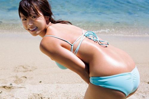 深田恭子、久々の水着ショットキタ━━━(゚∀゚)━━━!! 「健康的なエロボディ!」「ムチムチで良いなw」