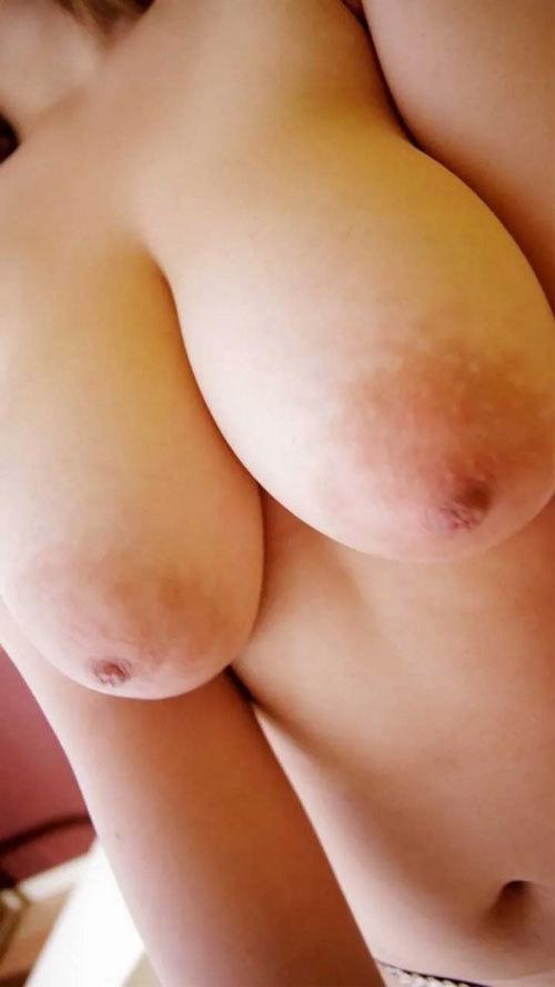 【巨乳輪 画像】乳首は卑猥な方が良い!!引き込まれるようなドエロいデカ乳輪おっぱい大量!!