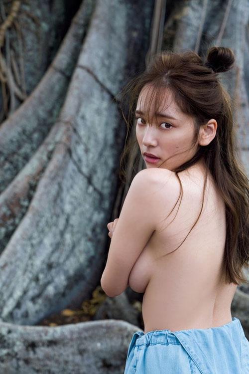 Fカップグラドル都丸紗也華が過去最高露出の3冊目の写真集を出すぞ!