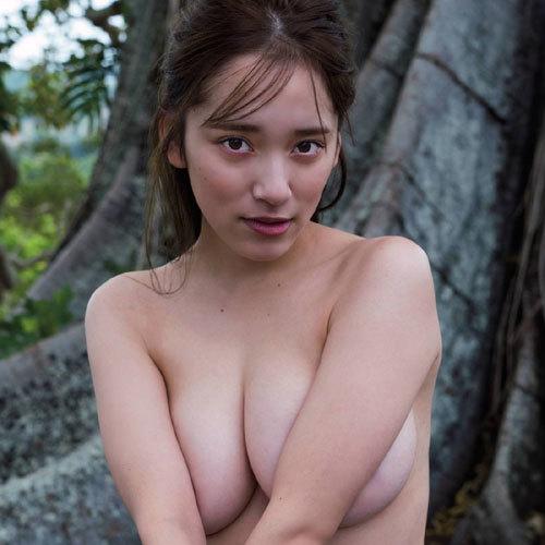 都丸紗也華 ついにおっぱいを顕に上半身裸!手ブラで最大露出しちゃう