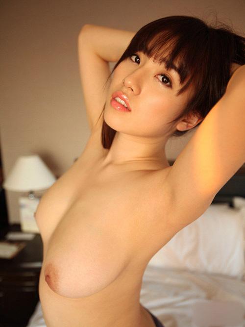 【腋フェチエロ画像】匂いと味がとても気になる美女たちの生腋に接近!