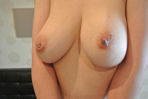 陥没乳首が素敵な巨乳素人のドスケベ乳首画像集