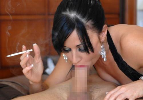 タバコを吸いながらフェラをする変態まんさんのやる気のなさwwwwwwwwwwwwwwwwww