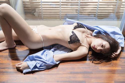 岡田紗佳モデルでプロ雀士Gカップのおっぱい19