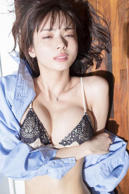 岡田紗佳モデルでプロ雀士Gカップのおっぱい21