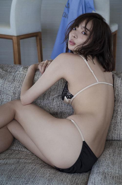 岡田紗佳モデルでプロ雀士Gカップのおっぱい23