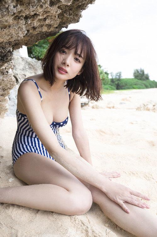 岡田紗佳モデルでプロ雀士Gカップのおっぱい44