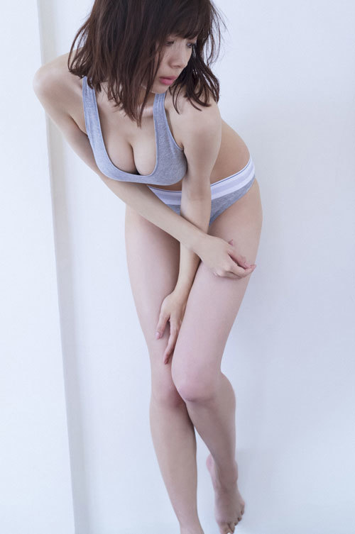 岡田紗佳モデルでプロ雀士Gカップのおっぱい56