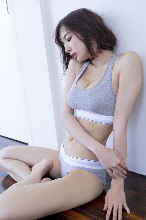 岡田紗佳モデルでプロ雀士Gカップのおっぱい59