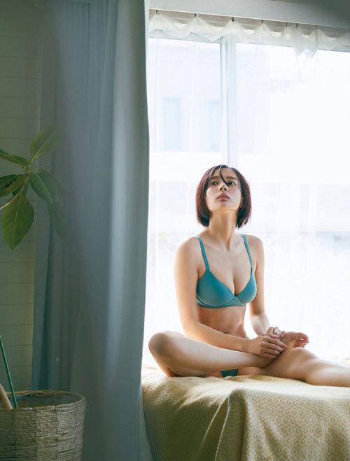 岡田紗佳モデルでプロ雀士Gカップのおっぱい78