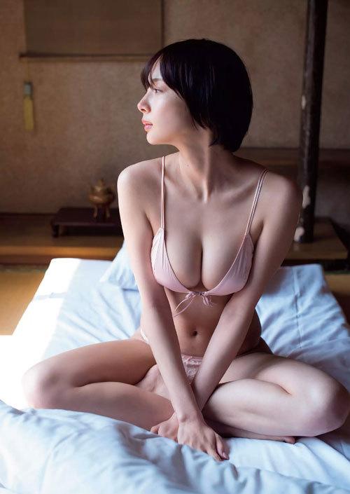 岡田紗佳モデルでプロ雀士Gカップのおっぱい84