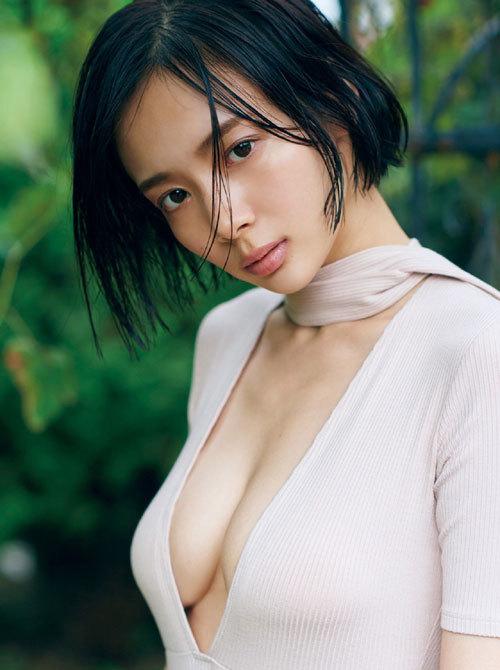 岡田紗佳モデルでプロ雀士Gカップのおっぱい94