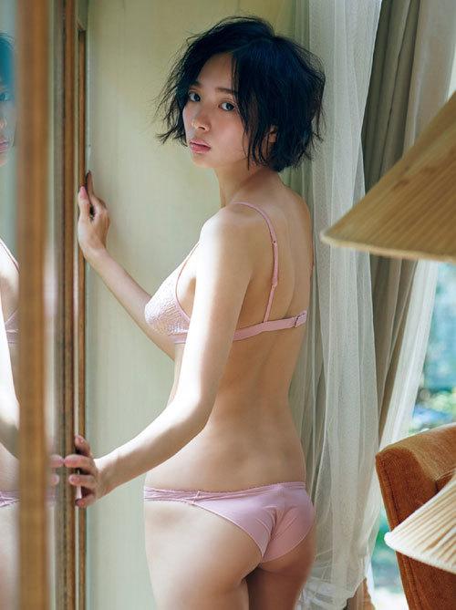 岡田紗佳モデルでプロ雀士Gカップのおっぱい97