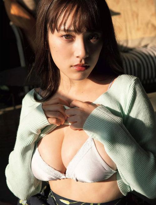 都丸紗也華Fカップのデカすぎる巨乳おっぱい15