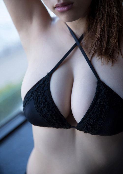 都丸紗也華Fカップのデカすぎる巨乳おっぱい58