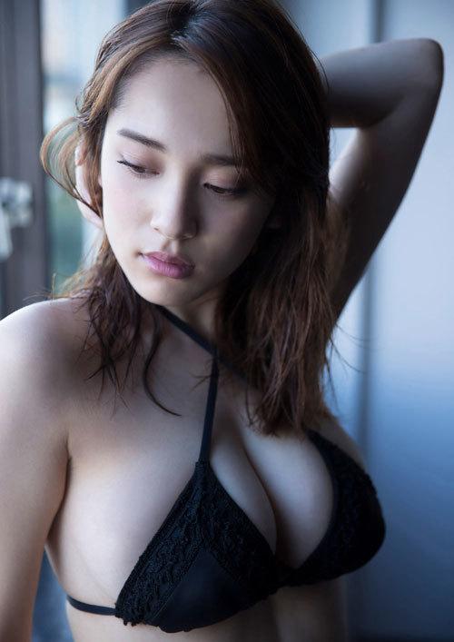 都丸紗也華Fカップのデカすぎる巨乳おっぱい61