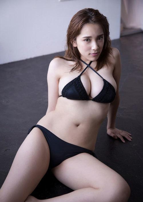 都丸紗也華Fカップのデカすぎる巨乳おっぱい65
