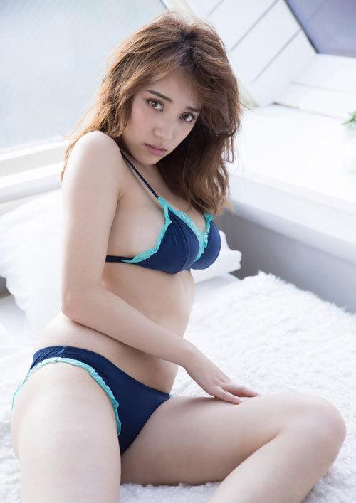 都丸紗也華Fカップのデカすぎる巨乳おっぱい81