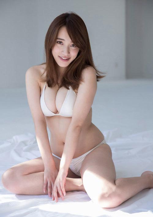 都丸紗也華Fカップのデカすぎる巨乳おっぱい94