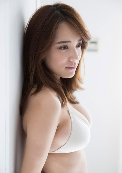 都丸紗也華Fカップのデカすぎる巨乳おっぱい96