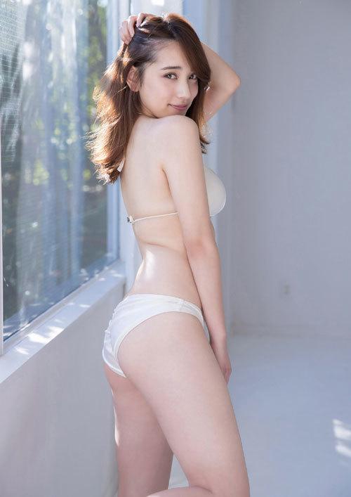 都丸紗也華Fカップのデカすぎる巨乳おっぱい97