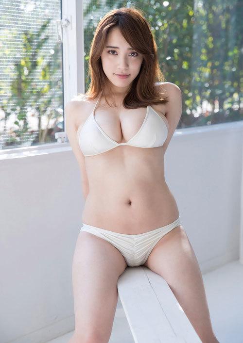 都丸紗也華Fカップのデカすぎる巨乳おっぱい98