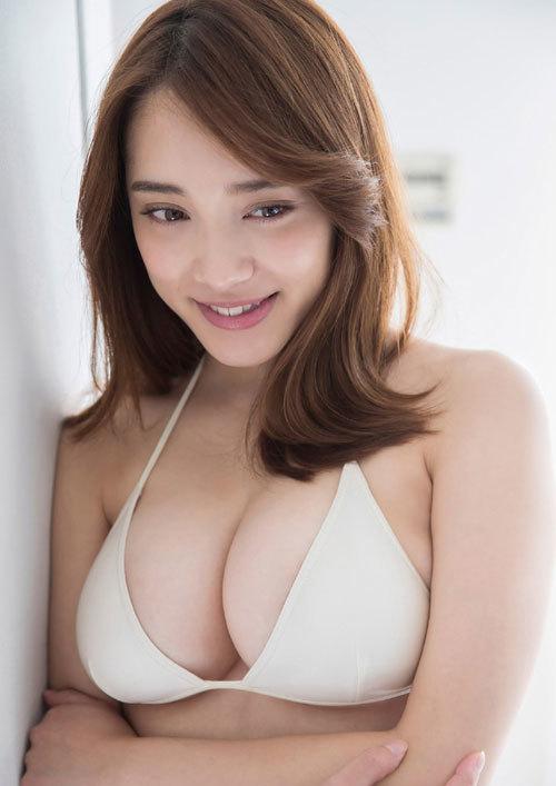 都丸紗也華Fカップのデカすぎる巨乳おっぱい104