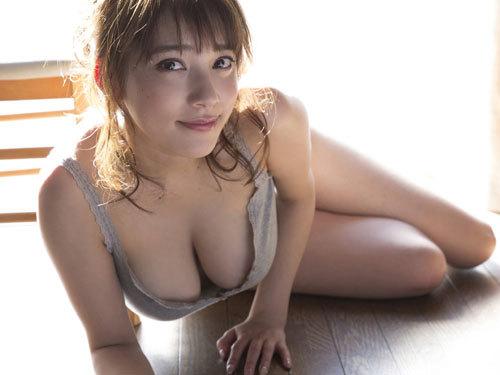 都丸紗也華Fカップのデカすぎる巨乳おっぱい122