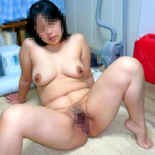 熟女のぽっちゃり全裸ヌード画像!素人おばさんの豊満ボディ(34枚)