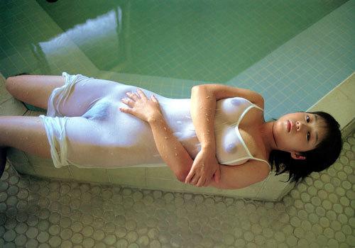 水に濡れておっぱい透け透けのエロいお姉さん10