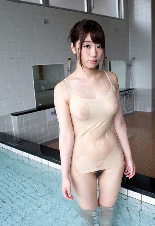 水に濡れておっぱい透け透けのエロいお姉さん27