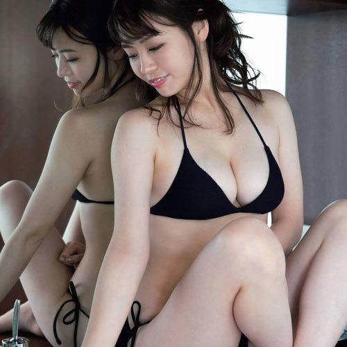 井口綾子 エッチ過ぎむちむち爆乳おっぱいとモッツァレラボディに釘付け