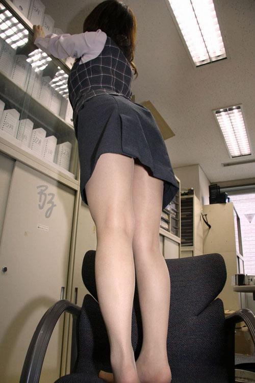 OLスーツ姿でチラ見せがエロい★エロ画像49枚