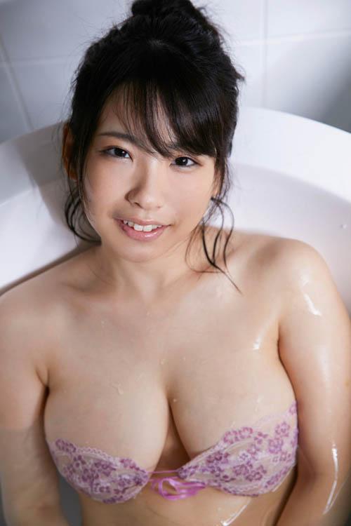 変体仮名解読という変わった特技を持つ新人グラドル白壁爽子がイメビデビュー!