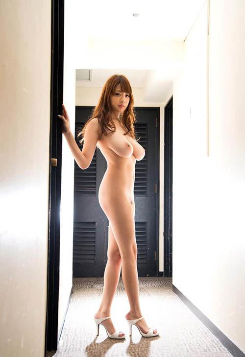安齋らら 重量感たっぷり究極おっぱいの美女エロ画像
